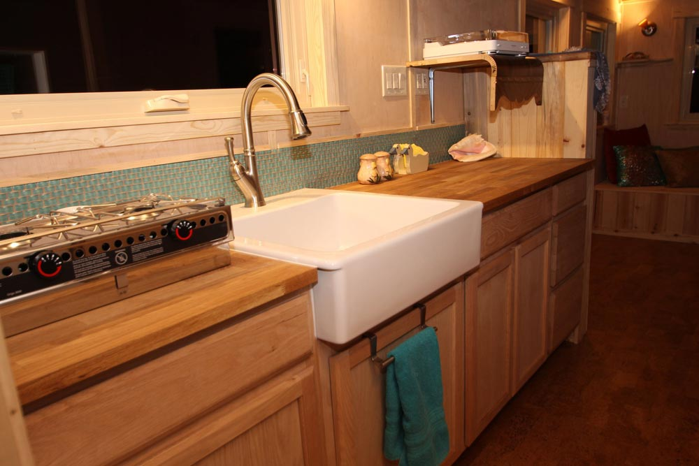 Farmhouse Sink - Judy Blue Eyes by SimBLISSity Tiny Homes