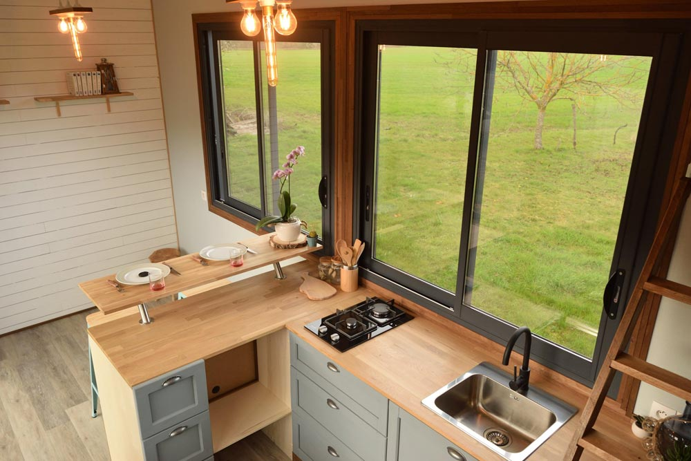 L-Shaped Kitchen - Tiny House Lumen
