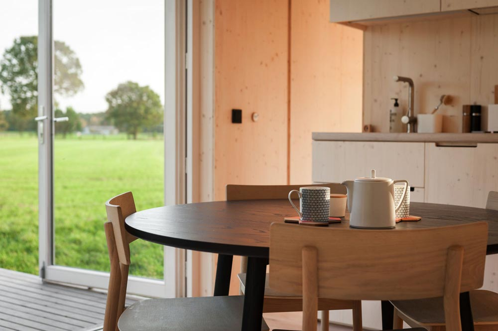 Table & Kitchenette - Slow Cabins in Belgium
