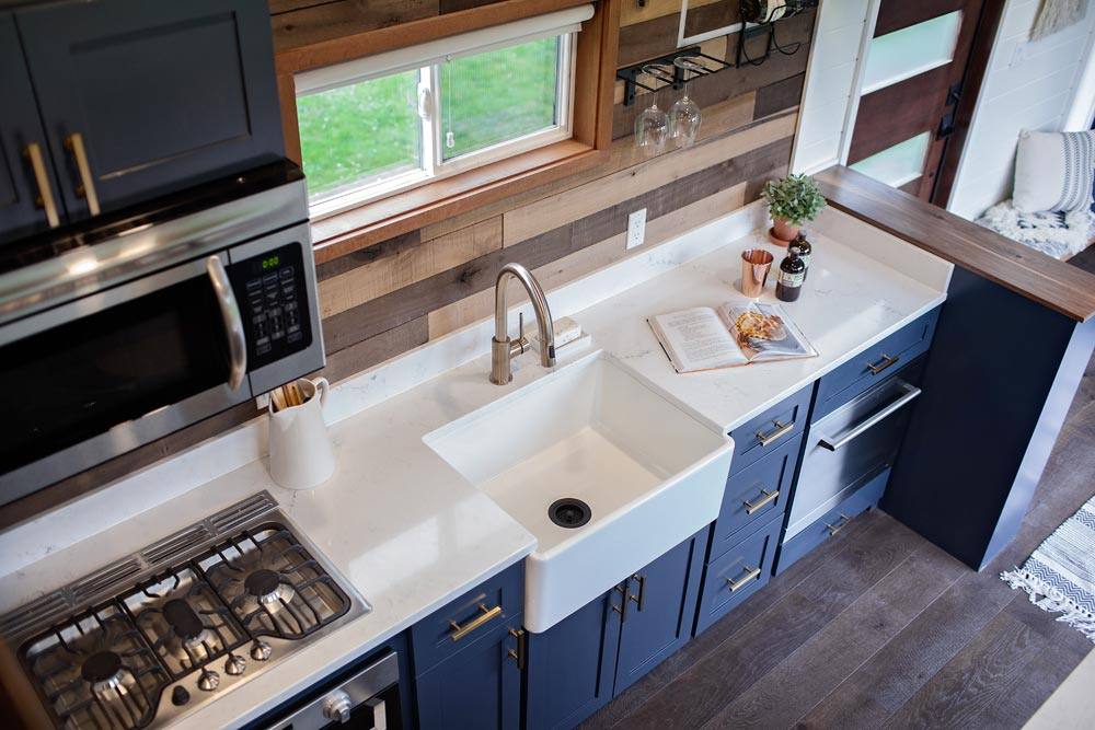 Apron Sink - Breezeway by Tiny Heirloom