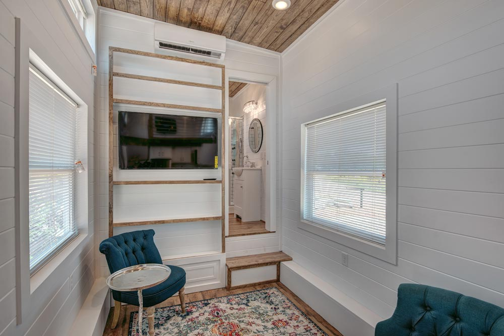 Picture Window - Journey by Alabama Tiny Homes