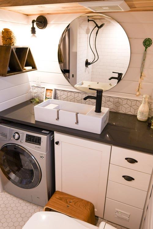 White Vessel Sink - Urban Kootenay 28' w/ XL Dormer by TruForm Tiny