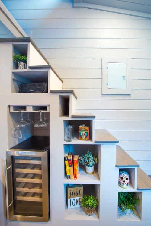 Storage Stairs - Lady Bird by ATX Tiny Casas