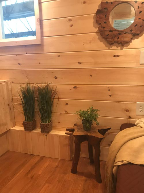 Decor - Bluegrass Beauty by Incredible Tiny Homes