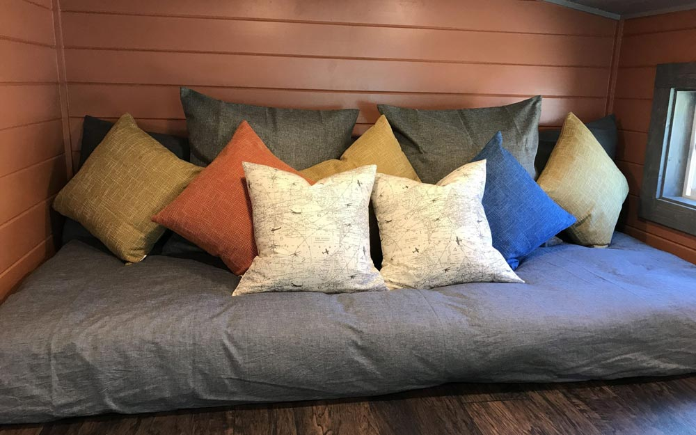 Full Bedroom Loft - Osprey at Tiny Tranquility