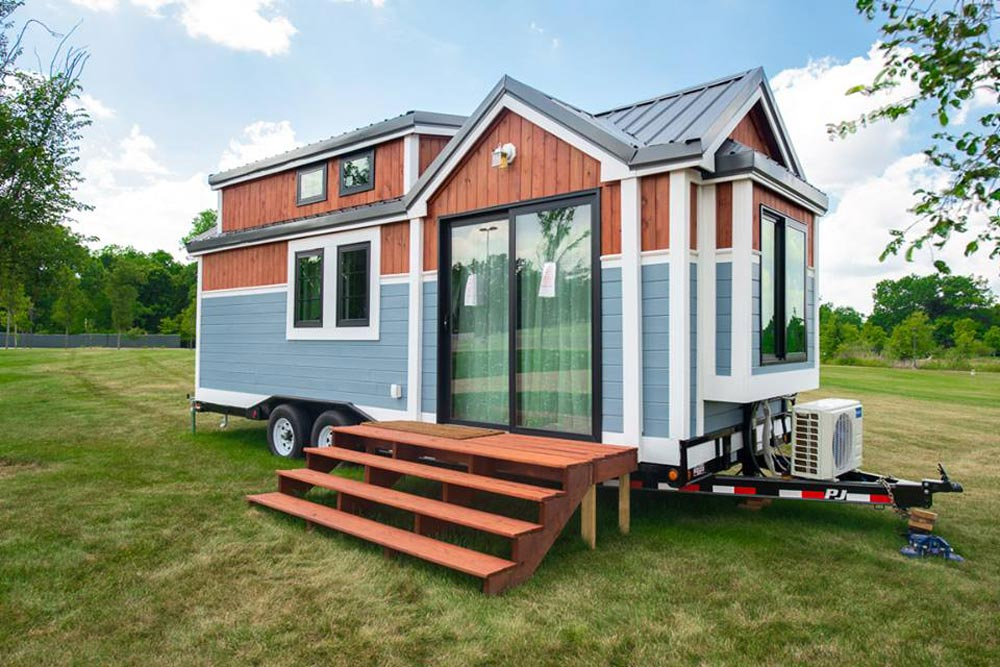 RE/MAX Tiny Home for Tiny Tots