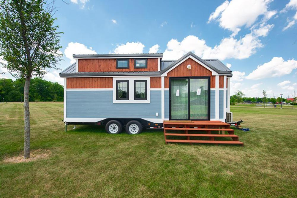Front Deck - RE/MAX Tiny Home for Tiny Tots