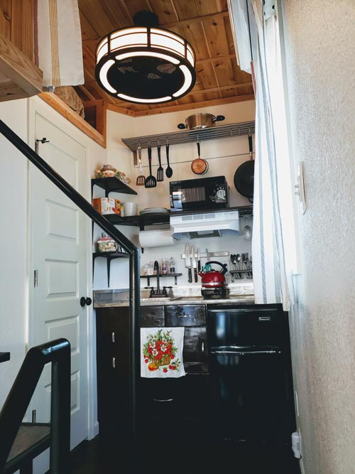 Kitchen - Emerald Lodge by Pocket Mansions