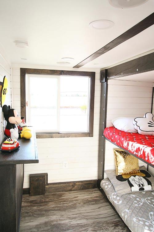 Kids Bedroom - Family-Friendly Carpathian by Tiny Idahomes