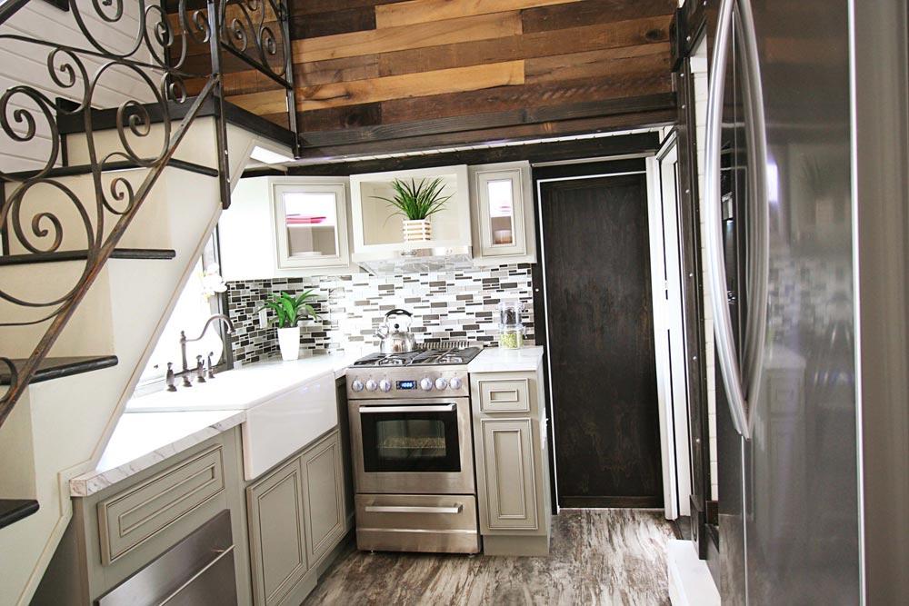 Kitchen - Family-Friendly Carpathian by Tiny Idahomes