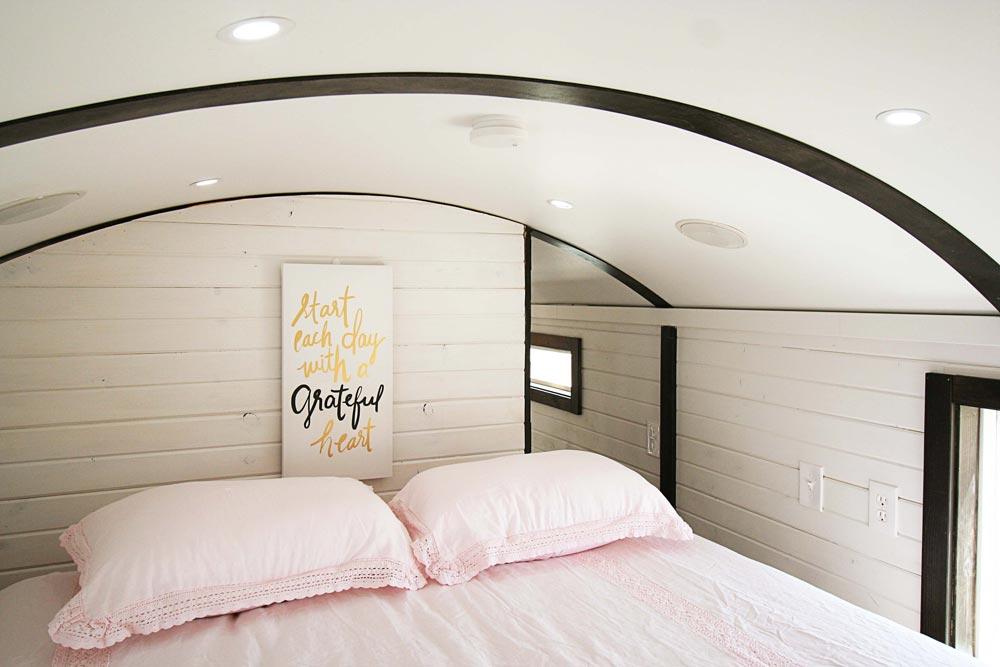 Bedroom Loft - Family-Friendly Carpathian by Tiny Idahomes