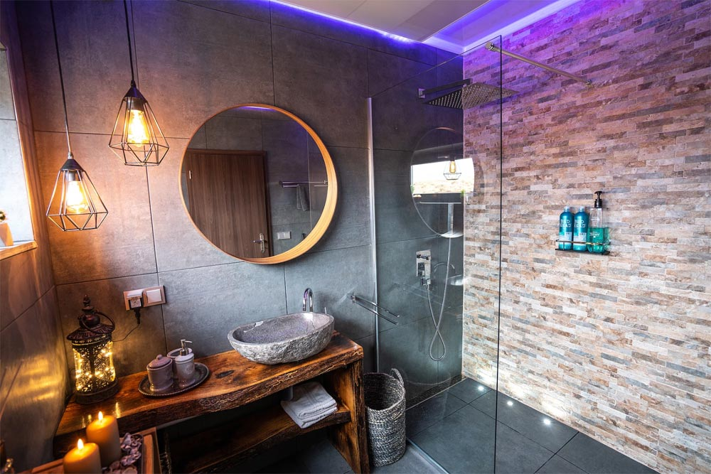 Luxury Bathroom - Panorama Glass Lodge