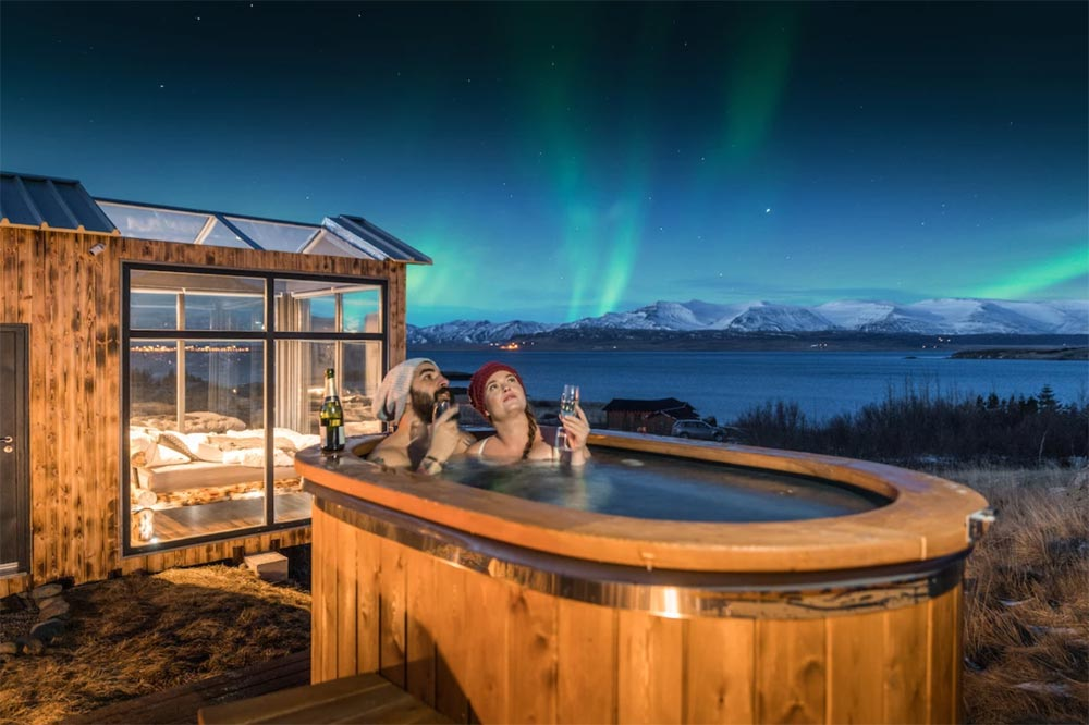 Hot Tub - Panorama Glass Lodge