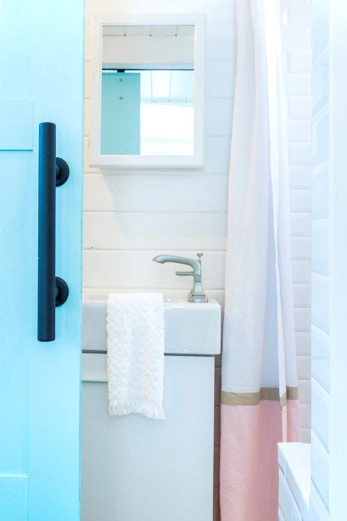 Modern Vanity - Kerbey by ATX Tiny Casas