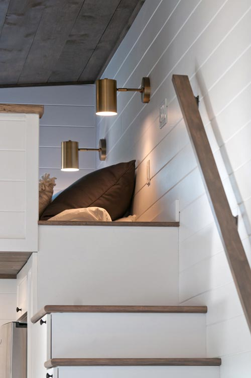 Loft Stairs - Lilas by Minimaliste