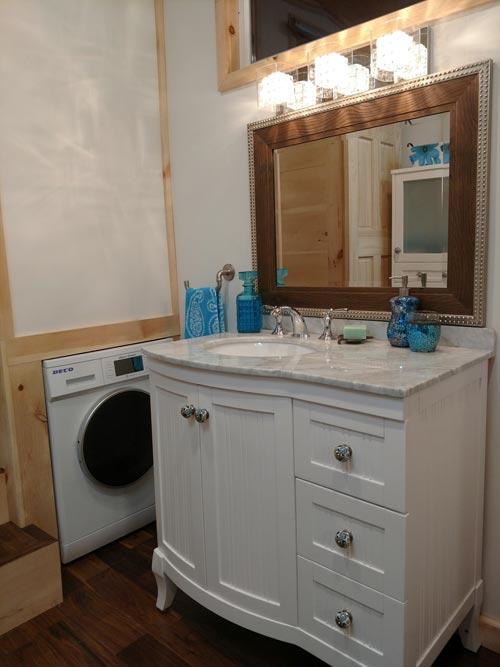 Vanity & Washer/Dryer - Luxury 40 by Hummingbird Tiny Housing