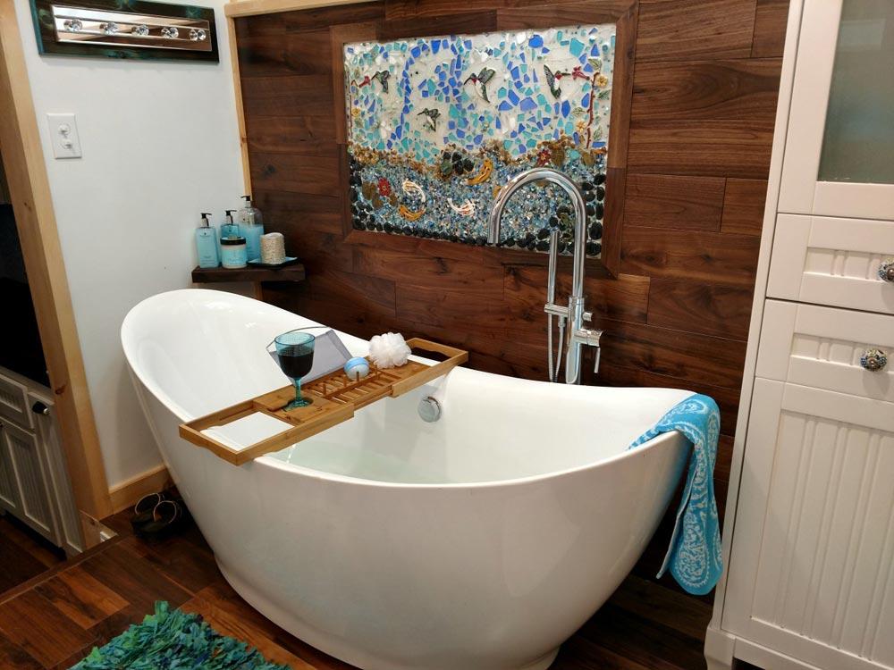 Soaker Tub - Luxury 40 by Hummingbird Tiny Housing
