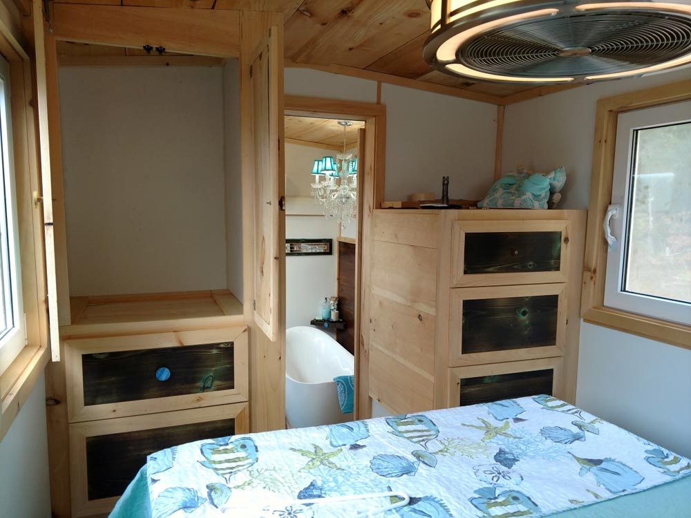 Master Bedroom - Luxury 40 by Hummingbird Tiny Housing