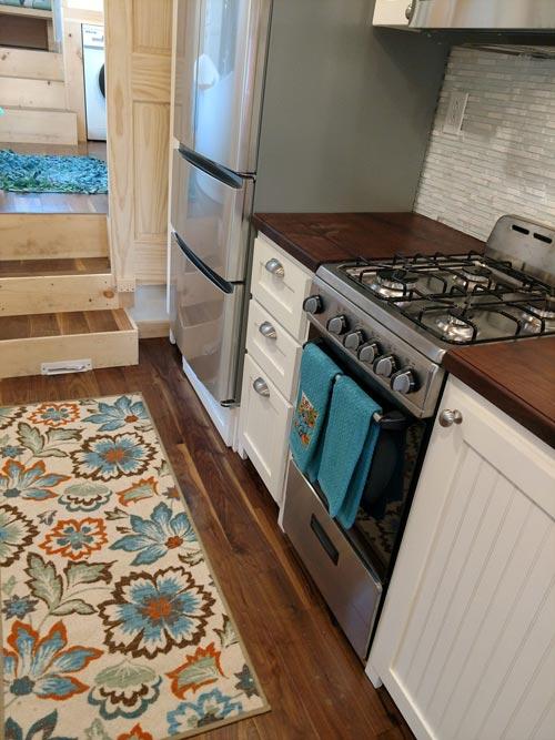 Full Size Appliances - Luxury 40 by Hummingbird Tiny Housing