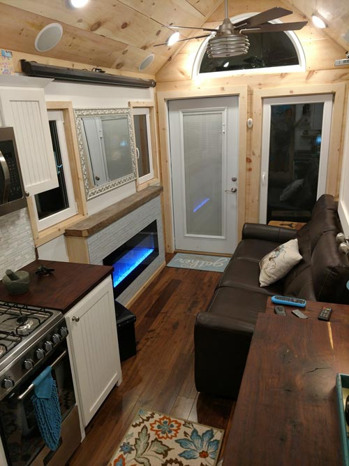 Entryway - Luxury 40 by Hummingbird Tiny Housing