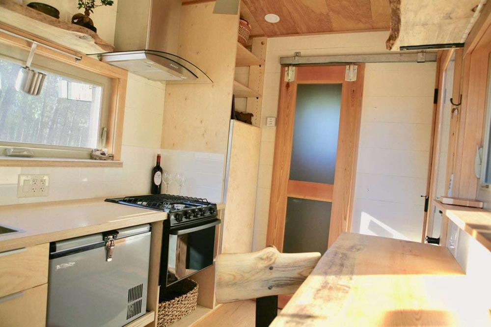 Kitchen Appliances - McKenzie by Wood Iron Tiny Homes