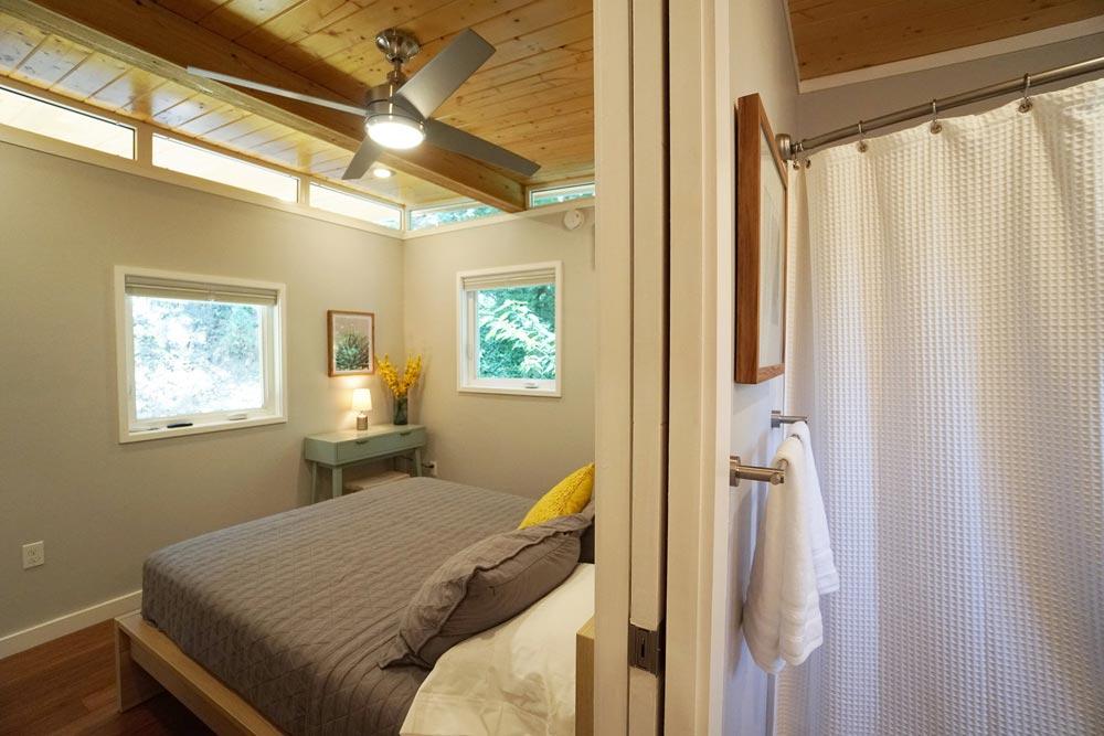 Bedroom & Bathroom - Modern Dwell 16x26 by Kanga Room Systems