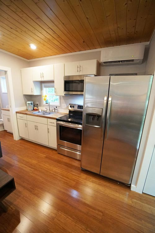 Full Size Appliances - Modern Dwell 16x26 by Kanga Room Systems