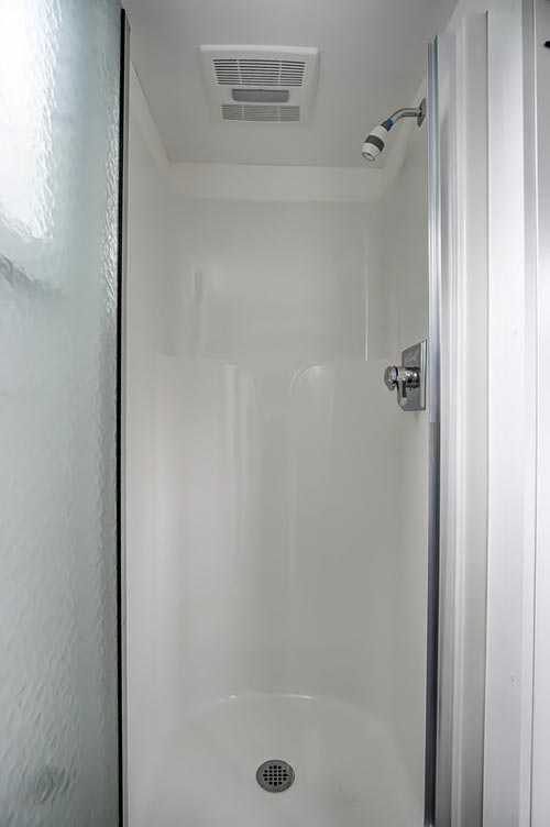 Fiberglass Shower - Rodanthe by Modern Tiny Living