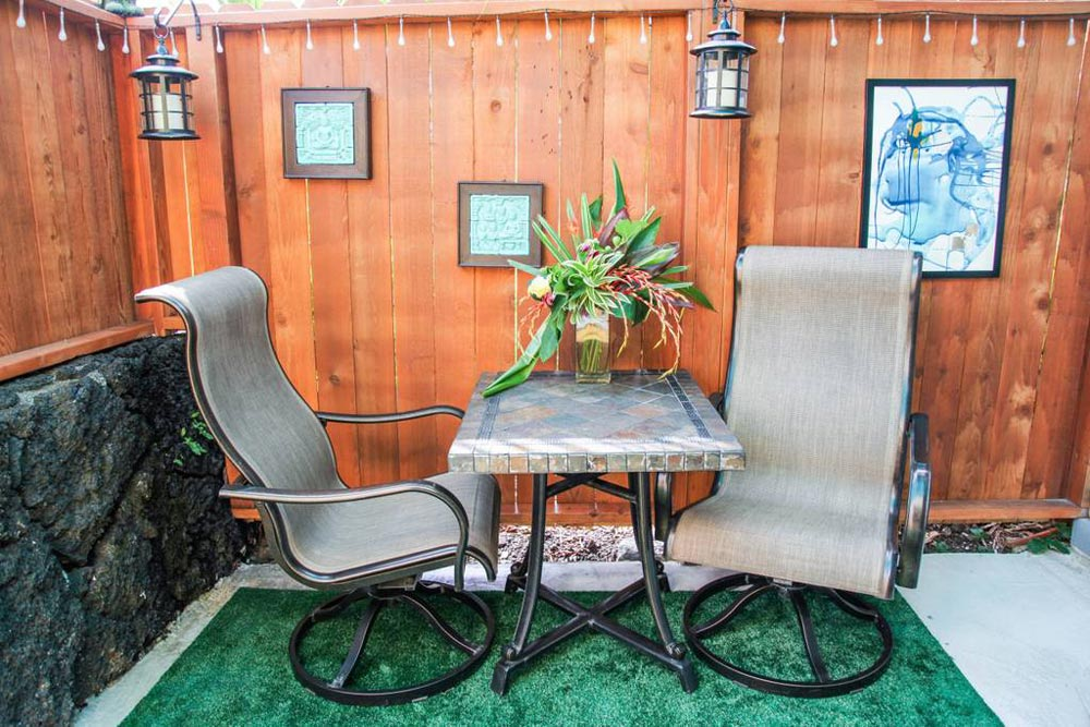 Table & Chairs - Big Island Container Home