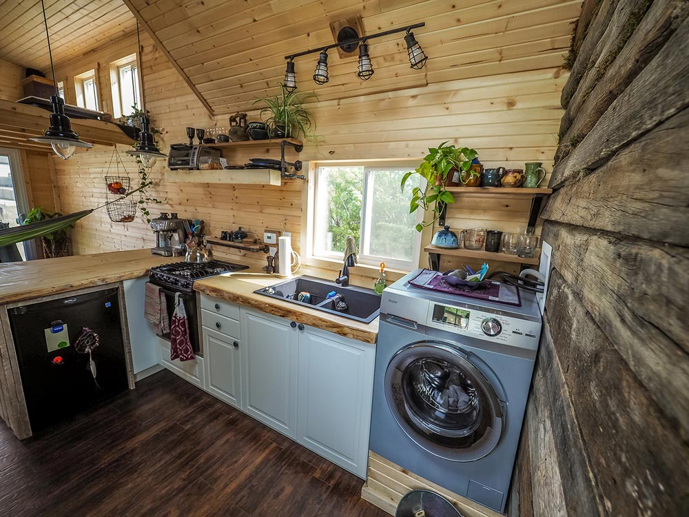 Kitchen Appliances - Raven by Blackbird Tiny Homes