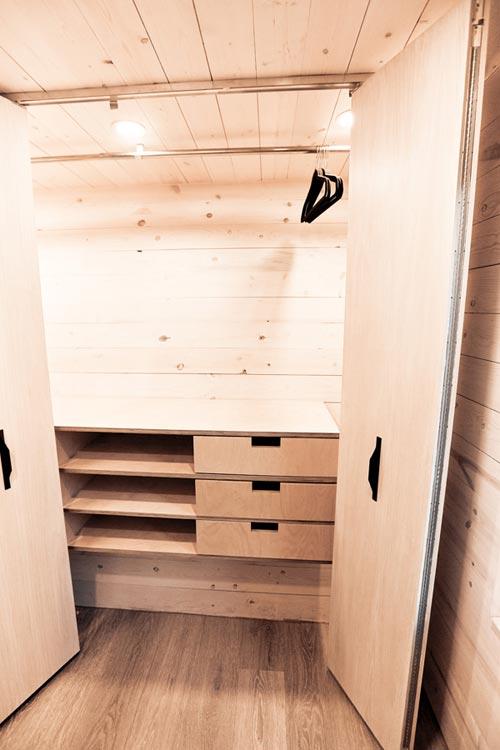 Closet - Draper by Land Ark