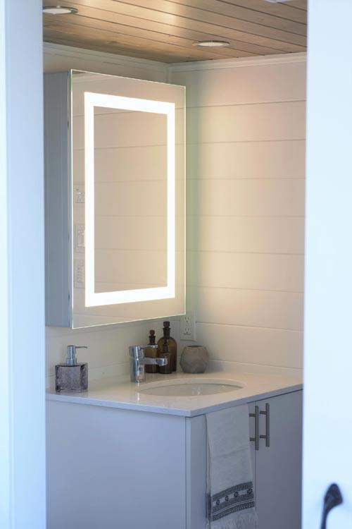 Vanity & Mirror - Magnolia by Minimaliste