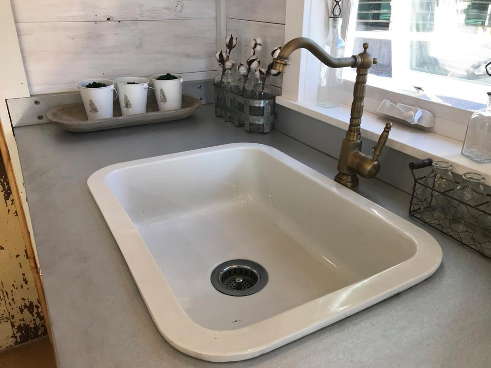 Reclaimed Sink - Homestead by Rafter B Tiny Homes