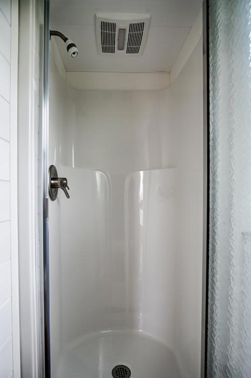 Shower - Kitty Hawk by Modern Tiny Living