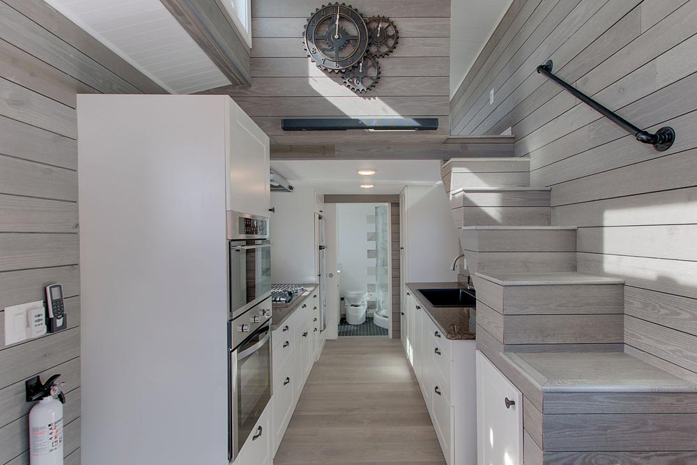 Galley Kitchen - Zilker by ATX Tiny Casas