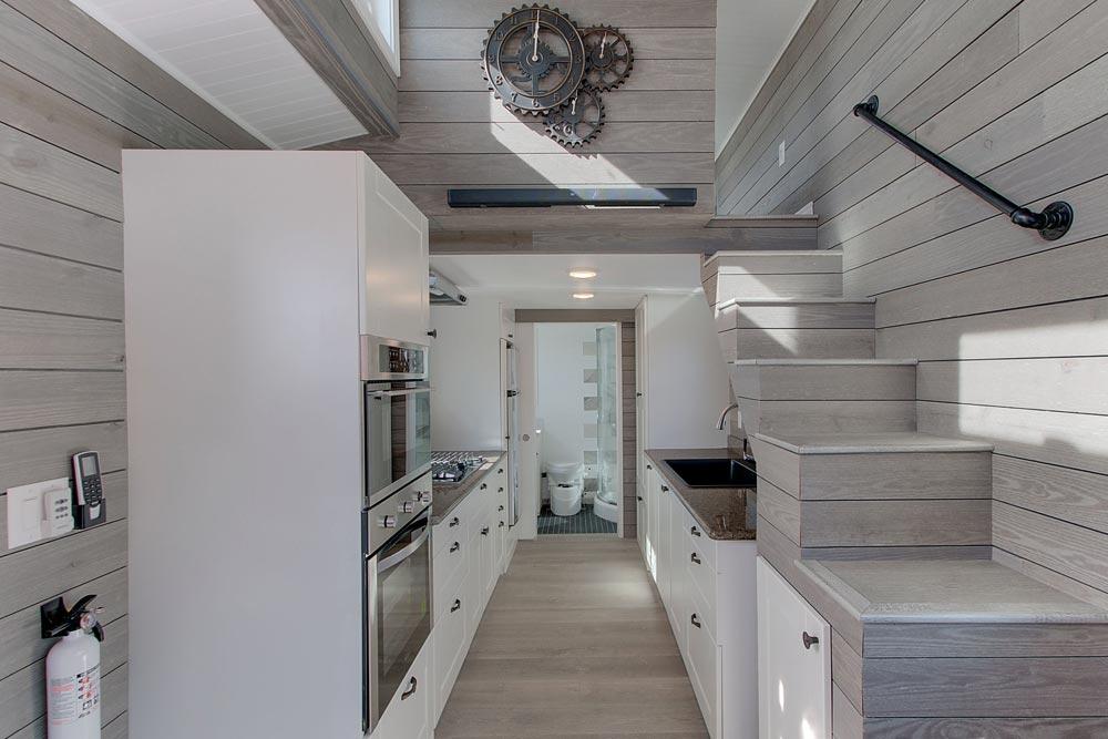 Galley Kitchen - Zilker by ATX Tiny Casas