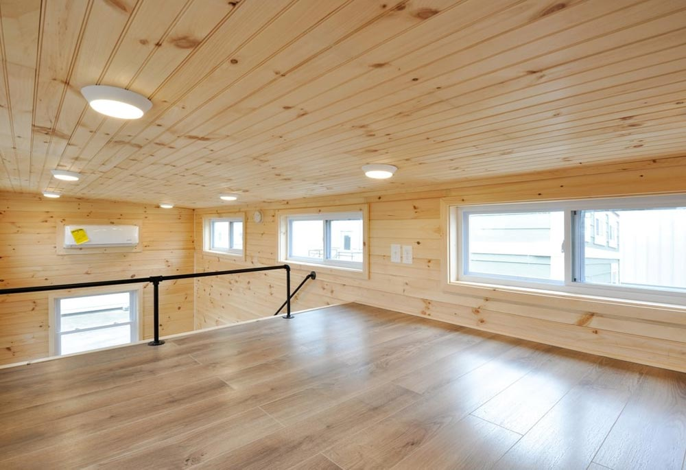 Clerestory Windows - Fairview by Tiny House Building Company