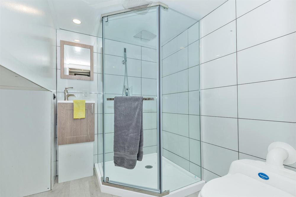 Corner Shower - Sugarloaf by Humble Houses
