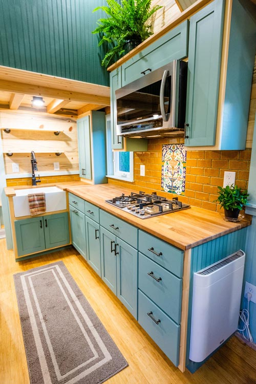Cooktop & Microwave - Carrie's 28' Gooseneck Tiny House by Mitchcraft Tiny Homes