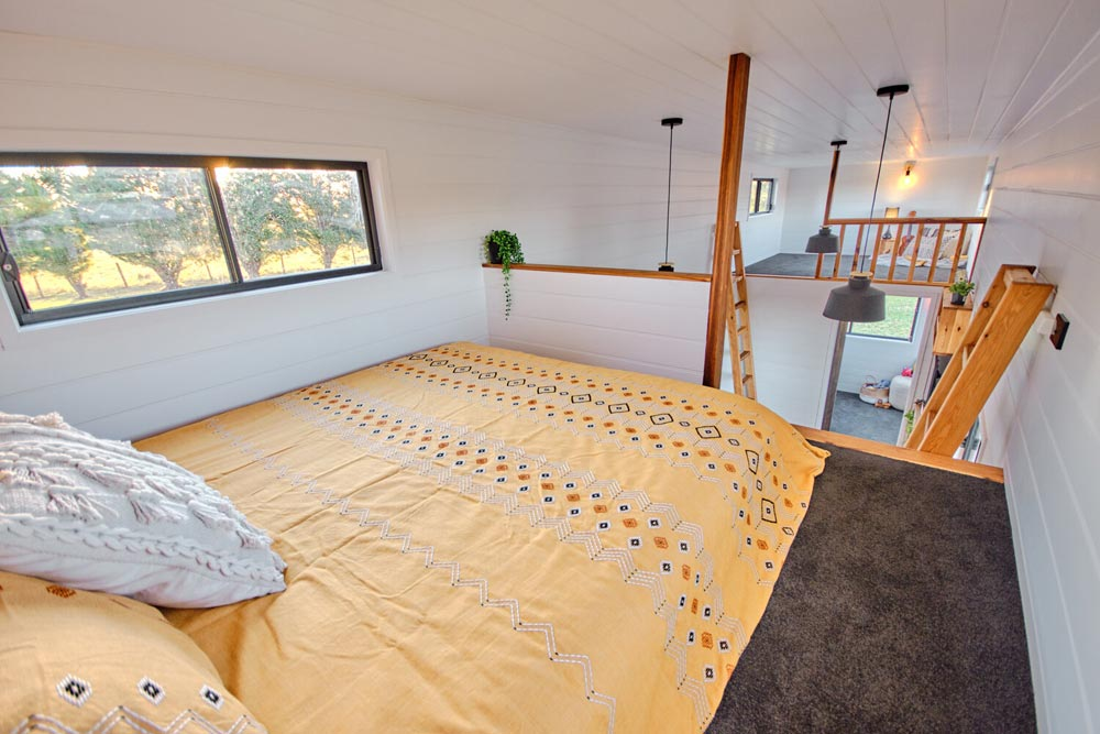 Queen Size Loft - Grand Sojourner by Häuslein Tiny House Co