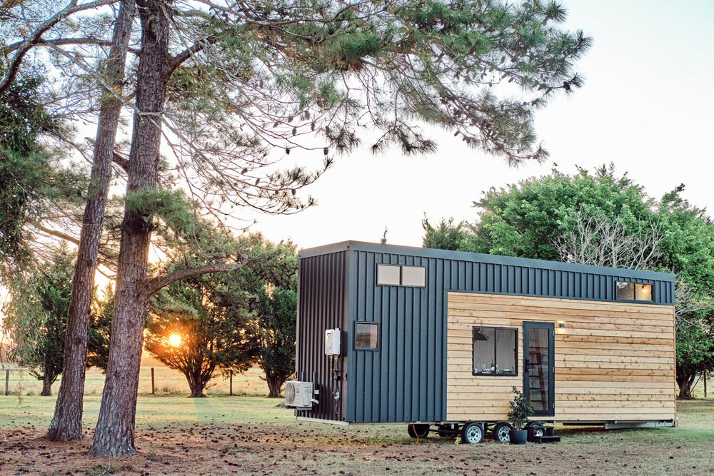 Exterior Finishes - Grand Sojourner by Häuslein Tiny House Co