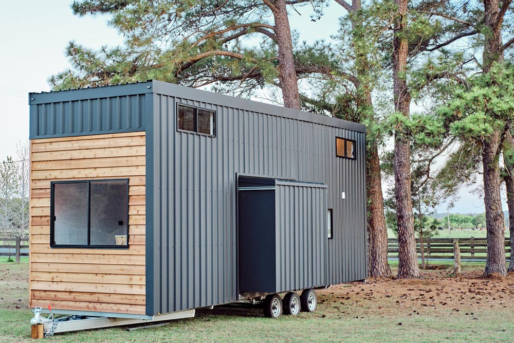 Slide-Out - Grand Sojourner by Häuslein Tiny House Co