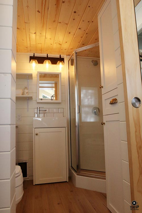 Bathroom - Innisfree Anarres by Teacup Tiny Homes