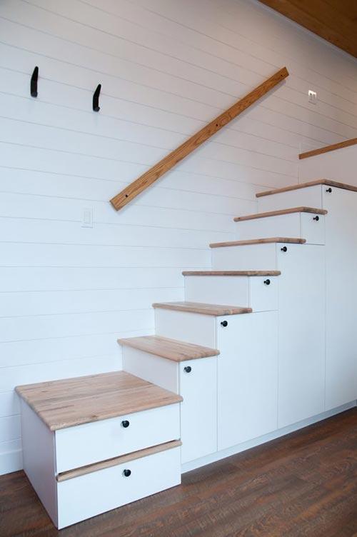 Storage Stairs - Thuya by Minimaliste