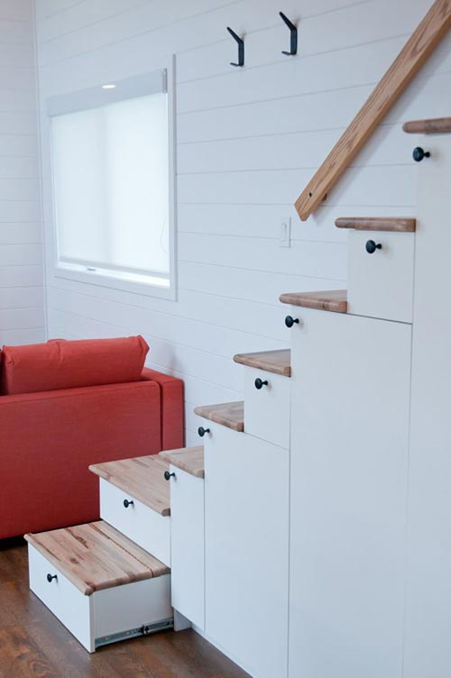 Slide-Out Bottom Stair - Thuya by Minimaliste