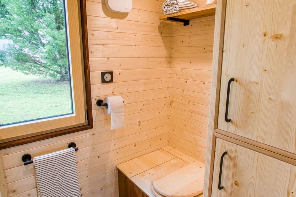 Dry Toilet - Mogote by Baluchon