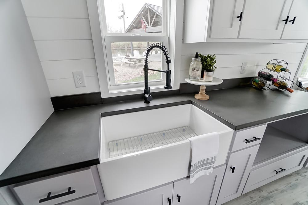 Farmhouse Sink - Niagara by Modern Tiny Living