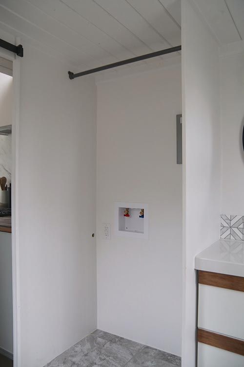 Washer/Dryer Hookups - Cannon Beach by Handcrafted Movement